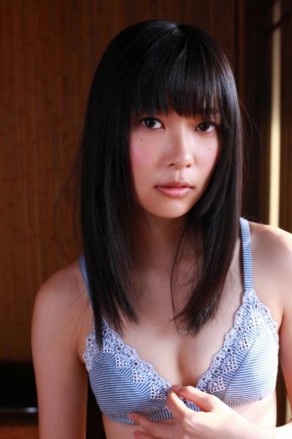 HKT48(AKB48)さっしーこと指原莉乃ちゃんのちっぱいプリケツ美脚の良さを確認できるグラビア画像【30枚】15_201601020406031d0.jpg