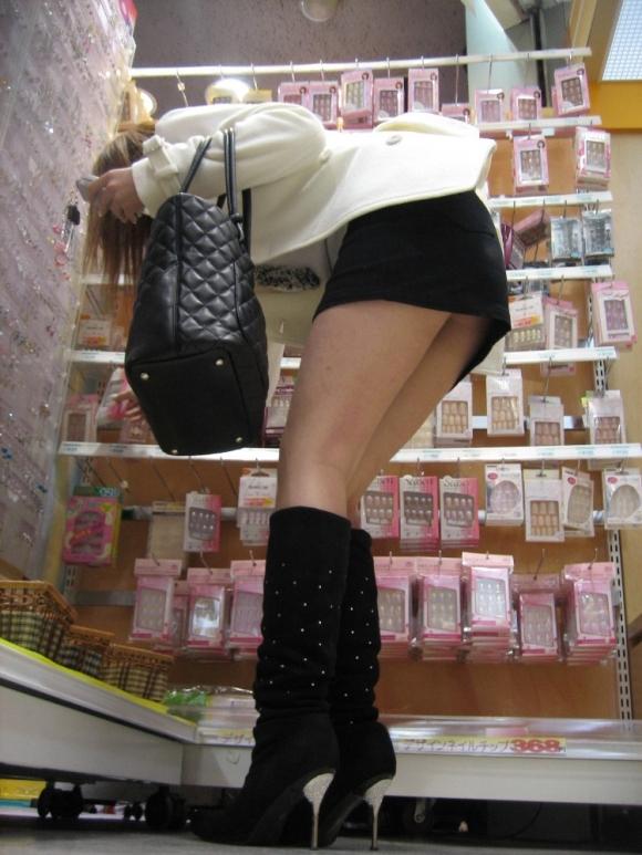 街でミニスカブーツの女の子を見ると無意識にガン見してしまう男の習性wwwwwww【画像30枚】15_20160114015059424.jpg