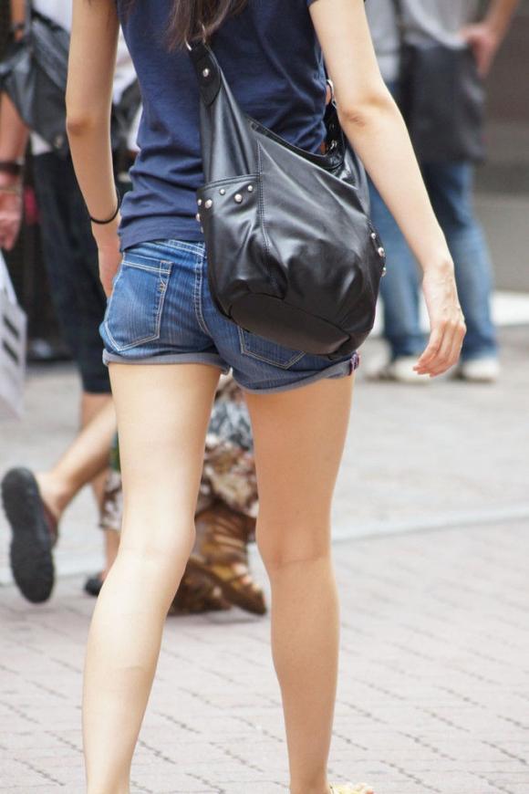 街を行くホッパン女子のおしりが頭から離れなくなる盗撮エロ画像【30枚】15_20160205193017a21.jpg