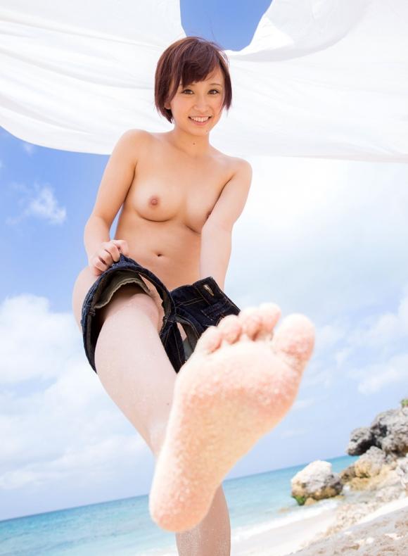 おまんこやおっぱい丸見えOKなヌーディストビーチを誘致したいwww砂浜で裸になってる美女ヌードがエロすぎwwwwwww【画像30枚】15_201603242226569e2.jpg