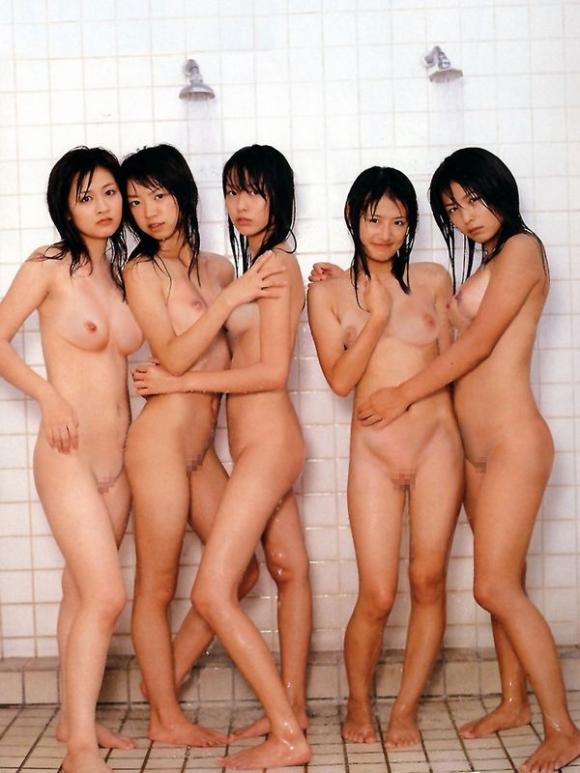 ちょ・・・まってwww悪ふざけ?企画?全裸で集合写真を撮っちゃう女の子たちってwwwwwww【画像30枚】15_201604102233503e5.jpg