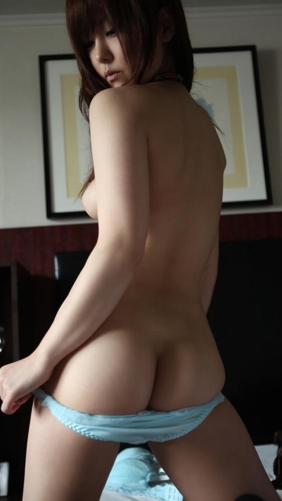女の子がパンティを脱ぐというエロい行為wwwwwww【画像30枚】15_201604112134351a5.jpg