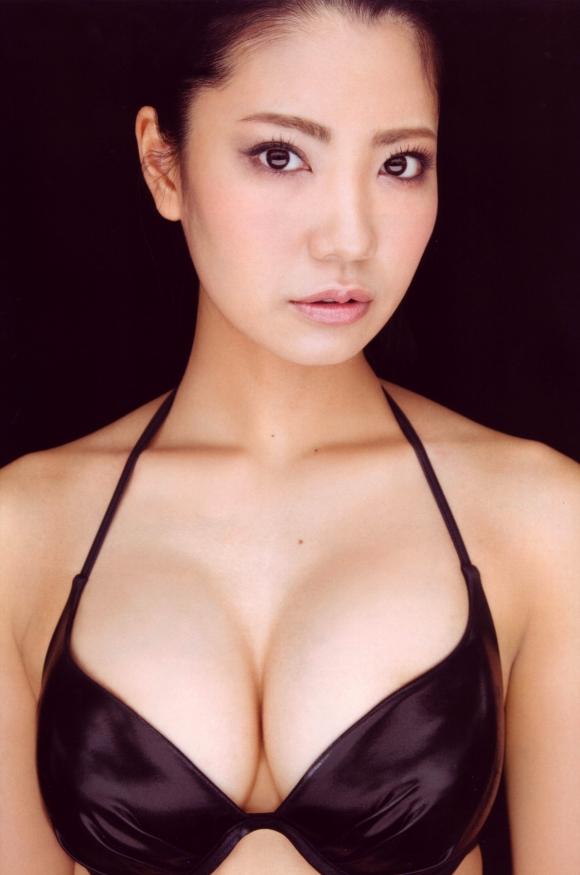 元AKB48「倉持明日香」ちゃんのプニプニ巨乳グラビア【画像30枚】15_20160706015816c45.jpg