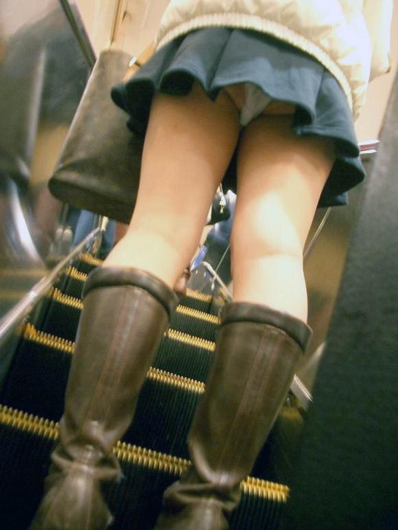 【エロ画像】これはまさにプロの犯行・・・階段やエスカレーターで広がる絶景パンチラ30選!wwwwwww16_20151123124431b0c.jpg