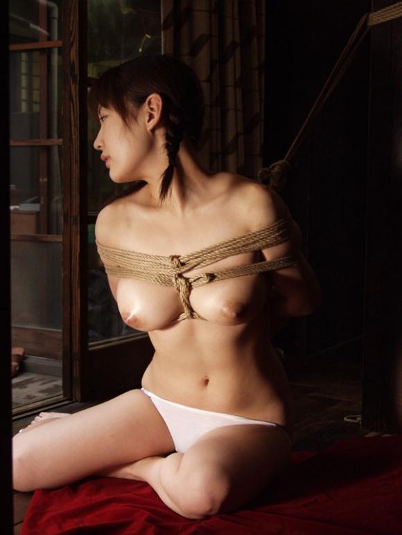 【エロ画像】緊縛拘束されると女は簡単に男の玩具となる件wwwwwww16_20151201151103cbe.jpg