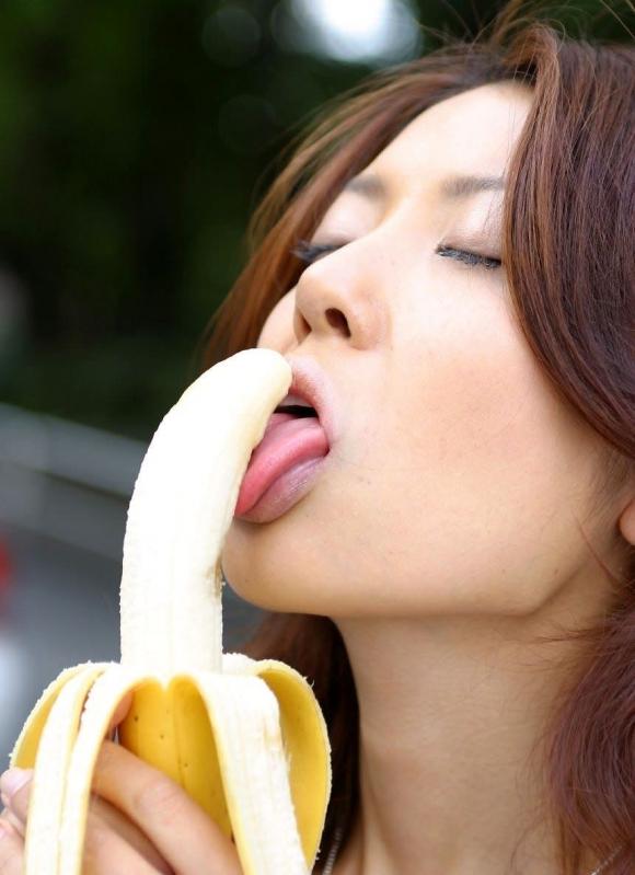 バナナをチンコに見立てた擬似フェラが想像力を刺激してヤバいwwwwwww【画像30枚】16_20151214233101049.jpg