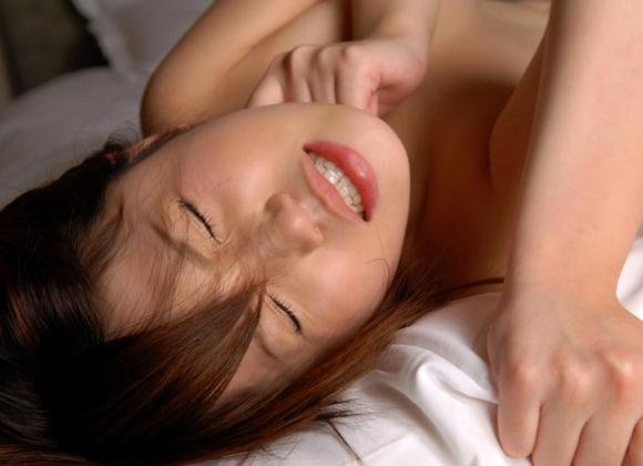 イキ顔/アヘ顔/喘ぎ顔→→→女がセックスの時に見せる三大エロい表情が最高だわぁぁぁぁぁwwwwwww【画像30枚】16_2015122922433538d.jpg