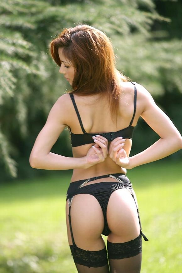 黒下着の女は男を虜にするセクシーオーラが溢れ出してるwwwww【画像30枚】16_20151230023922304.jpg