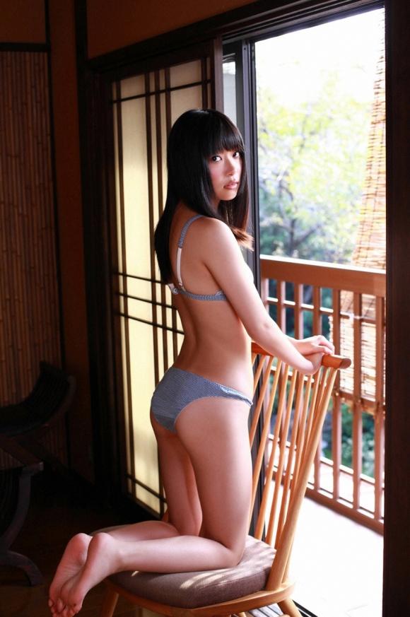 HKT48(AKB48)さっしーこと指原莉乃ちゃんのちっぱいプリケツ美脚の良さを確認できるグラビア画像【30枚】16_20160102040617613.jpg