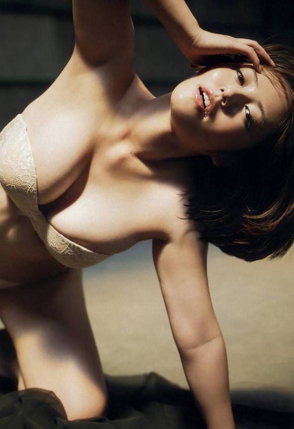 磯山さやかちゃんのムッチリ巨乳グラビア画像【30枚】16_20160107034710af4.jpg