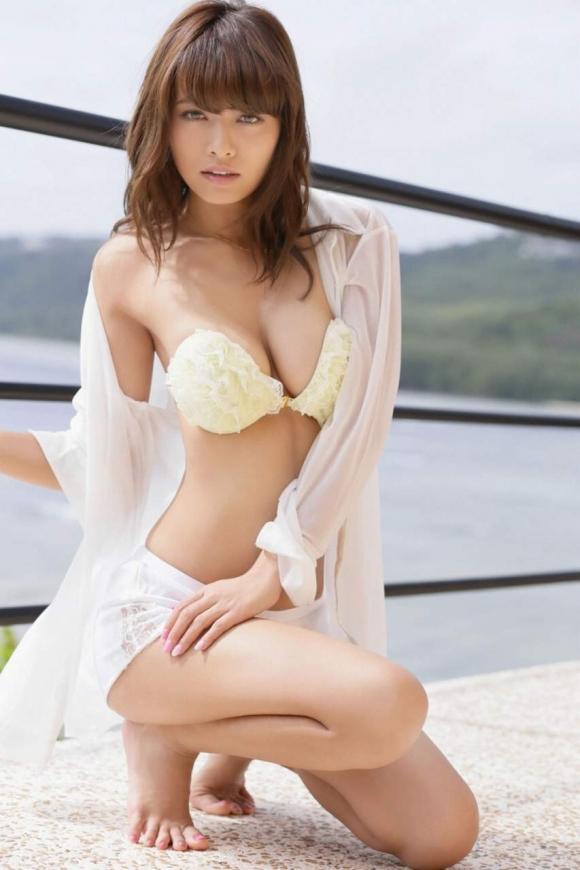 人気巨乳モデル小泉梓ちゃんの手ブラヌードがエロすぎる!【画像30枚】16_201601290238189ec.jpg