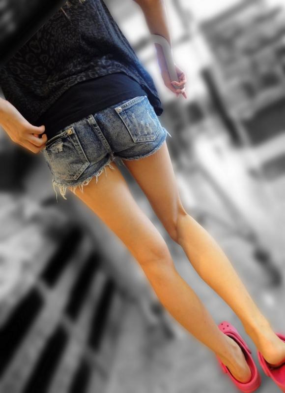 街を行くホッパン女子のおしりが頭から離れなくなる盗撮エロ画像【30枚】16_20160205193025604.jpg