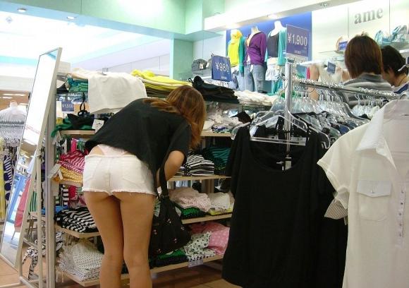 久しぶりに東京行ったら街を歩いてる女の子がくっそエロい服装で歩いててビビったwwwwwww【画像30枚】16_201602102050390df.jpg