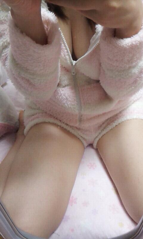 【素人限定】ベッドに飛び込んで襲いたくなる素人女子のパジャマ姿くっそエロいwwwwwww【画像30枚】16_201605271748345f2.jpg