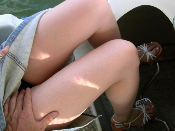 【エロ画像】くっそエロい女のふとももだけに着目してみましたwww17_20151125123346db4.jpg