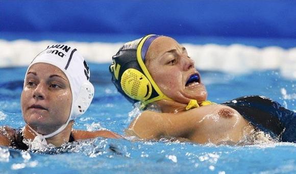 水球競技ってポロり頻発で初めて見たけどすごかったwwwww【32年ぶりオリンピック出場決定】17_20151221173603255.jpg