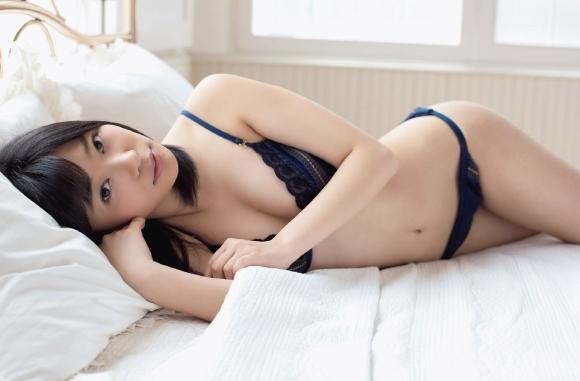HKT48(AKB48)さっしーこと指原莉乃ちゃんのちっぱいプリケツ美脚の良さを確認できるグラビア画像【30枚】17_2016010204061657d.jpg