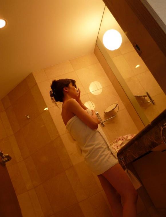 お風呂上がりの彼女とバスタオルのコラボwwwめっちゃエロかったから写真撮ったよぉぉぉぉぉwwwwwww【画像30枚】17_20160108053453437.jpg