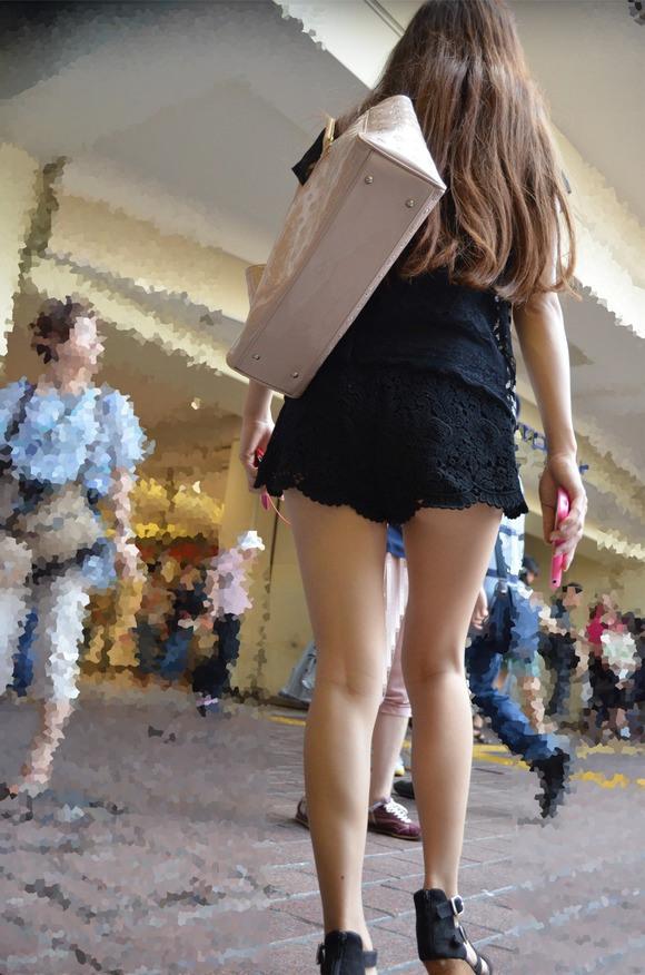 気温上昇とともに増えてくる街中でのギャルのエロい服装が過激すぎるwwwwwww【画像30枚】17_20160305214620455.jpg