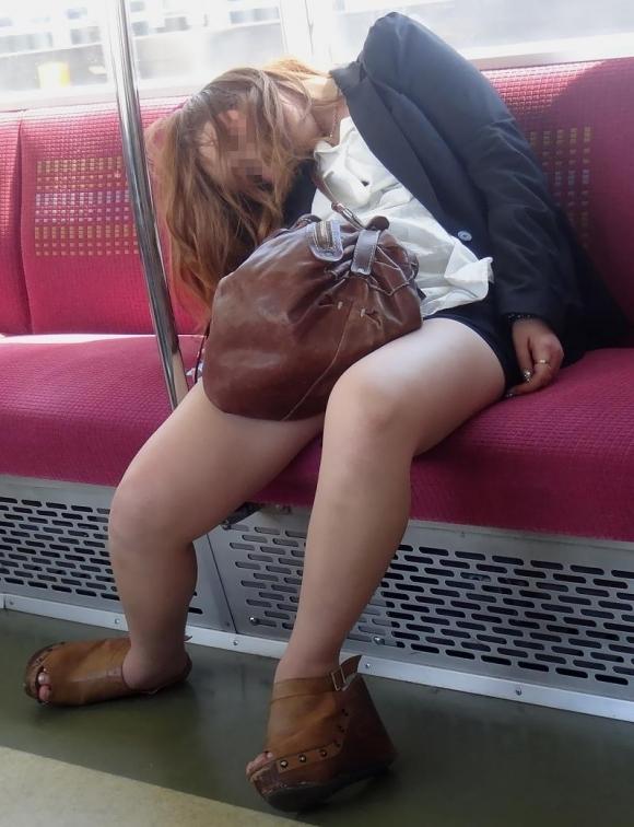 酒に溺れて泥酔しすぎた女の末路がヤバイ・・・・・wwwwwww【画像30枚】17_20160424222605687.jpg