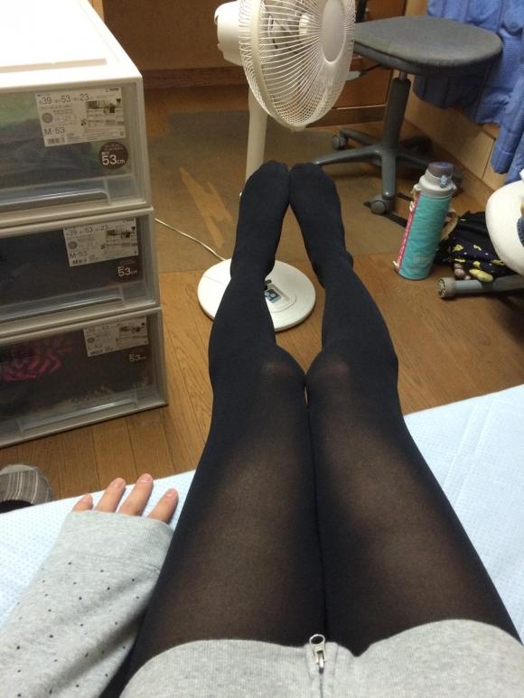【エロ画像】黒タイツ黒ストッキングを履いた脚がくっそエロくてくっそ抜ける件・・・・・wwwwwwwwwww18_20151128095823ceb.jpg