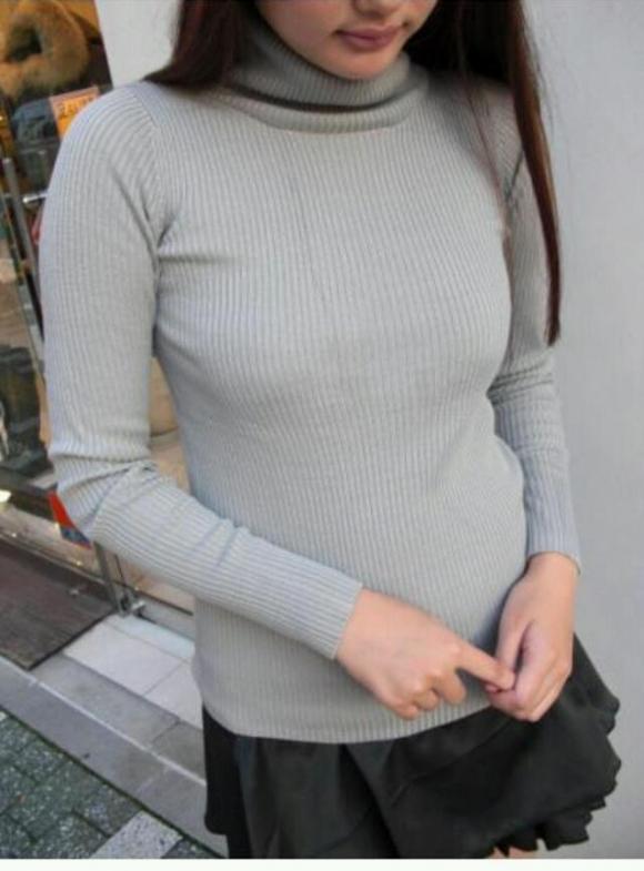 【エロ画像】寒いから厚着だけどなんかエロさがヒシヒシと伝わってくるおっぱいセーターwwwwwww18_201511290151510fe.jpg