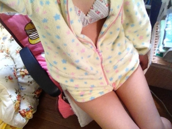 【エロ画像】寒い冬にピッタリ!家に遊びに来た彼女が着てたかわいいモコモコ部屋着を撮ったったwwwww18_201512021426354b1.jpg