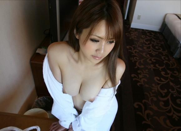 バスローブやラブホテルの寝巻を着てる女の子のエロ画像30枚18_201512080204319d3.jpg