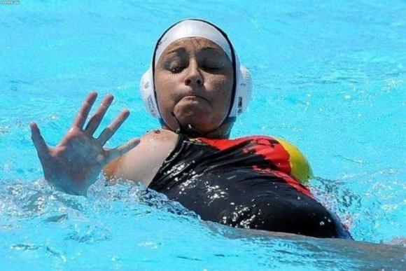 水球競技ってポロり頻発で初めて見たけどすごかったwwwww【32年ぶりオリンピック出場決定】18_20151221173605118.jpg