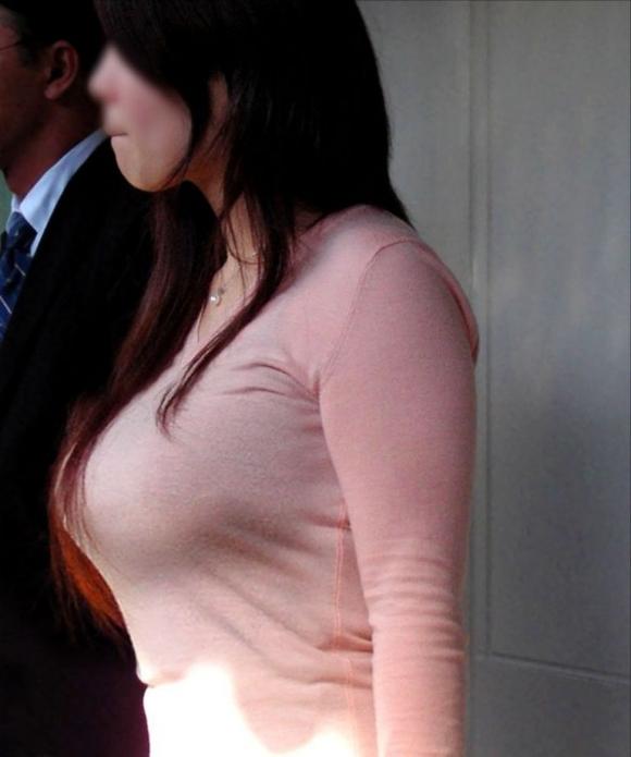 街で見かけたら視姦してしまうwww巨乳感満載の着衣おっぱいwwwwwww【画像30枚】18_20151224151929b4c.jpg