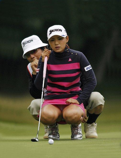 【エロ画像】女子ゴルフ中継がもうエロ目線でしか見れないwwwww18_201601121931433d1.jpg