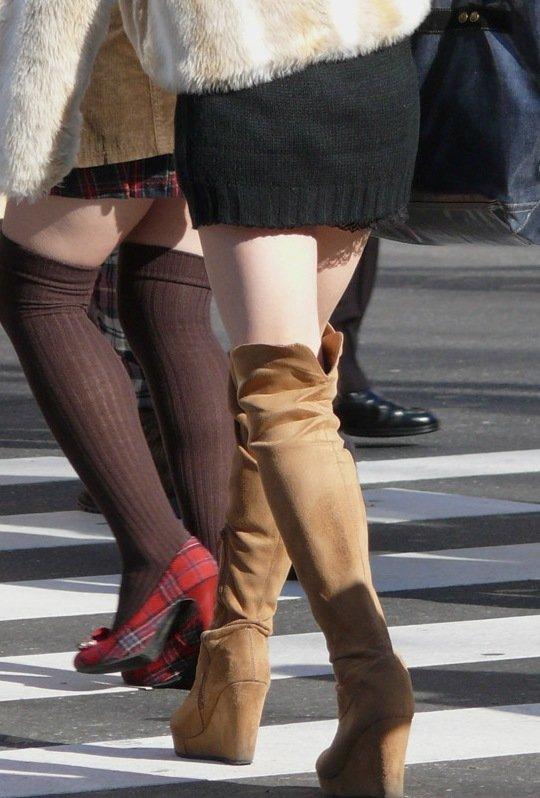 街でミニスカブーツの女の子を見ると無意識にガン見してしまう男の習性wwwwwww【画像30枚】18_201601140151144f0.jpg
