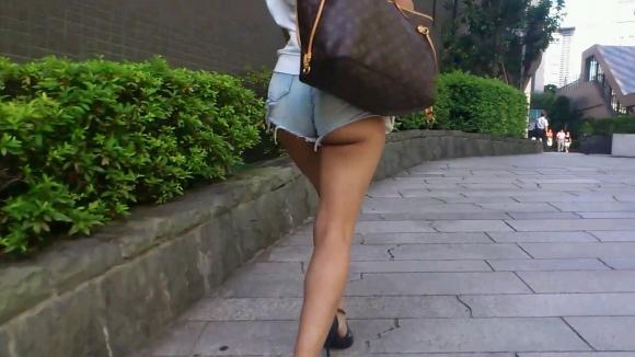 久しぶりに東京行ったら街を歩いてる女の子がくっそエロい服装で歩いててビビったwwwwwww【画像30枚】18_20160210205045241.jpg