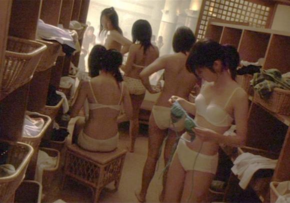 脱衣所に仕掛けられた盗撮カメラで撮られた女の子たちの裸が晒されてるwwwwwww【画像30枚】18_2016021323465333a.jpg