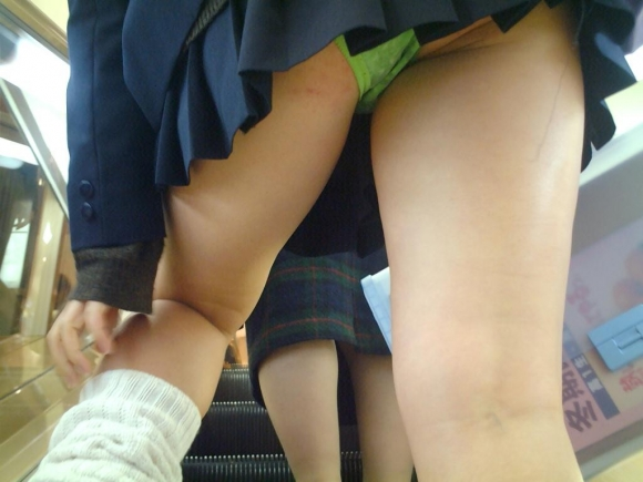 現代っ子なJKたちのスカートが異常なほどに短すぎる件wwwwwww【画像30枚】18_201603312138261f3.jpg