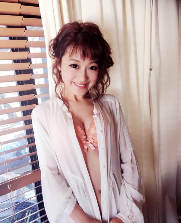 鈴木奈々ちゃんがLINEブログにうpしてる下着姿やセミヌード画像がエロすぎる!【画像30枚】18_2016043010334695d.jpg