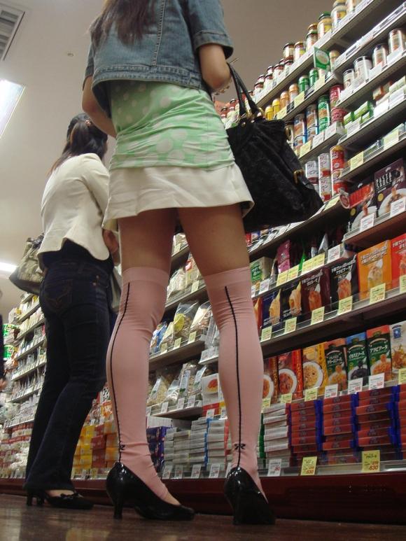 【街撮り】ナンテコッタイwwwパンツ見えそうな服装で外出してる素人が多すぎるwwwwwww【画像30枚】18_2016051922145032c.jpg