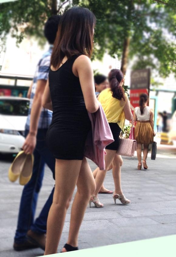 【街撮り】暑くなってきたからって露出高めのくっそエロい服装で外出しちゃう素人ギャルってwwwwwww【画像30枚】18_20160615233529d4c.jpg