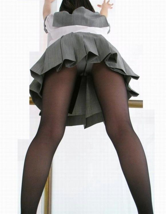 黒ストッキングを身に纏いパンティ透けさせてる女の子って見られたいの?wwwww【画像30枚】18_20160623114407457.jpg