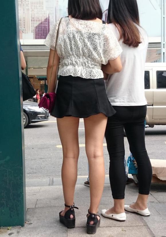 素人なのにパンチラしそうな短すぎるミニスカ履いてる女の子が多すぎるwwwwwww【画像30枚】18_201607302204557f3.jpg