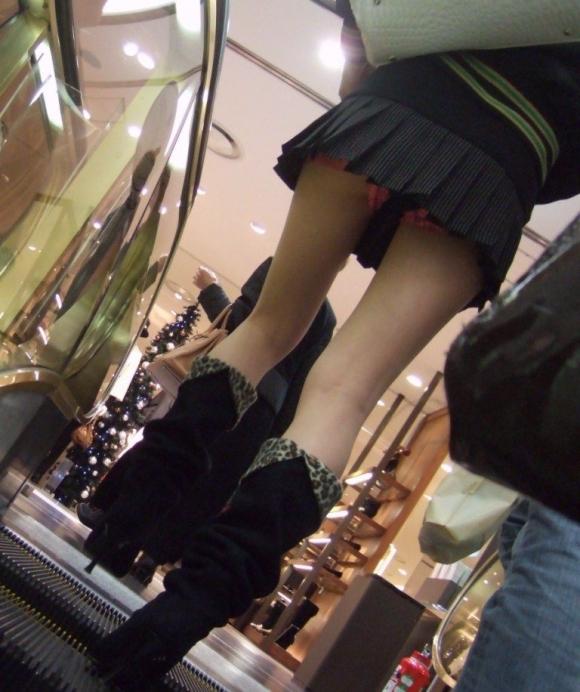 街でミニスカブーツの女の子を見ると無意識にガン見してしまう男の習性wwwwwww【画像30枚】19_2016011401511677b.jpg