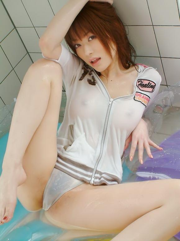 服が濡れ濡れでスケスケなエロ画像【30枚】19_2016012603143807c.jpg