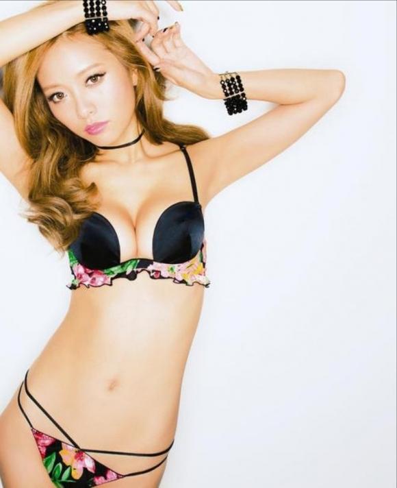 人気巨乳モデル小泉梓ちゃんの手ブラヌードがエロすぎる!【画像30枚】19_20160129023822c35.jpg