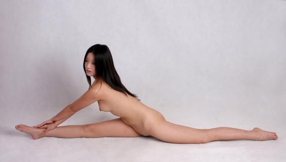 体が柔らかくて普通と違う体位でセックスを楽しめそうな軟体女性の凄さが分かる画像をくださいwwwww19_20160217083243963.jpg