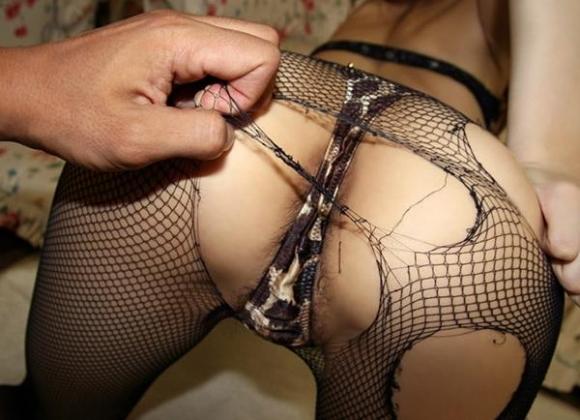 衣服を引き裂かれたり切り取られたりされてる女の子がヤバすぎるwwwwwww【画像30枚】19_20160227214351655.jpg