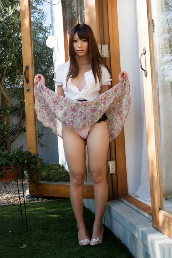 「パンティ見せてください!」→→→スカートをペロリとたくし上げる女の子wwwwwww【画像30枚】19_20160601024602c91.jpg