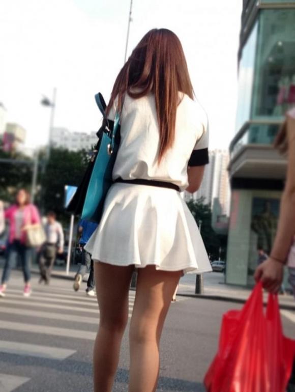 素人なのにパンチラしそうな短すぎるミニスカ履いてる女の子が多すぎるwwwwwww【画像30枚】19_201607302204564b4.jpg