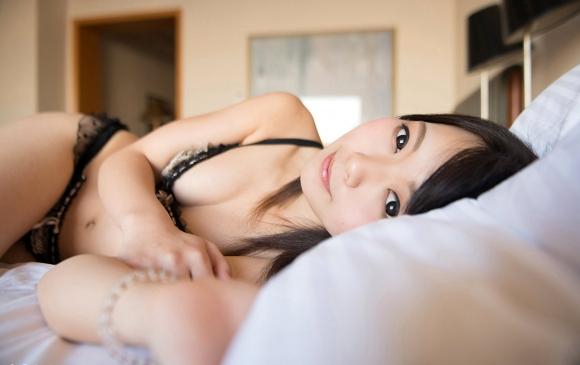 【エロ画像】こんな可愛い女の子がベッドで寝てたら・・・朝から絶対襲っちゃうよーwwwww19.jpeg