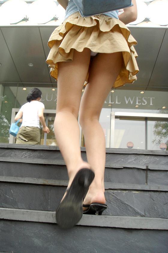 【エロ画像】これはまさにプロの犯行・・・階段やエスカレーターで広がる絶景パンチラ30選!wwwwwww20_20151123124437795.jpg