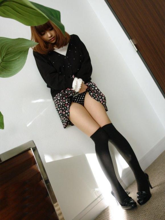 かわいい女の子が恥じらいながらスカート捲って今日履いてるパンティーを見せてくれてる姿に大興奮wwwww【画像30枚】20_201601021955181b6.jpg